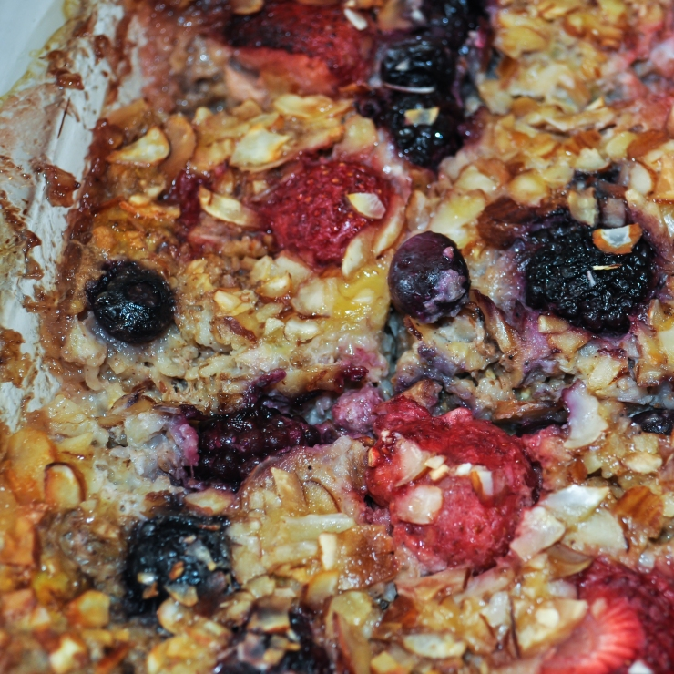 banana-berry baked oatmeal up close1